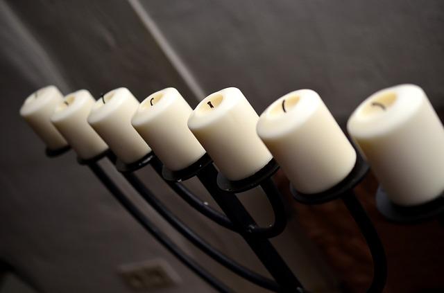 svíčky na svícnu