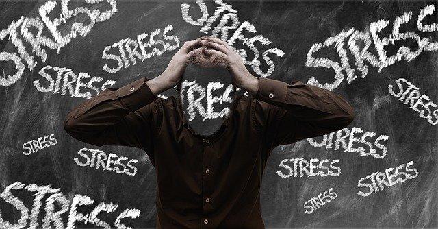 chlap ve stresu