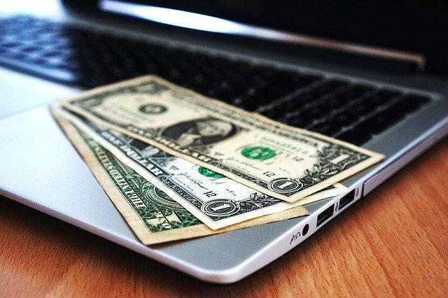 dolary na notebooku